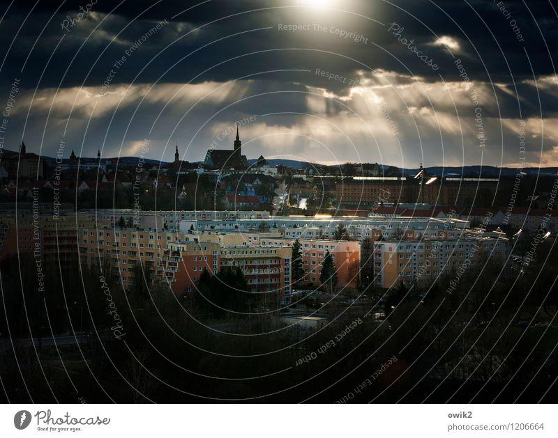 BZ am Abend Wolken Haus dunkel Gebäude Deutschland Horizont glänzend Zufriedenheit leuchten Idylle Kirche Schönes Wetter Hoffnung Bauwerk Skyline Stadtzentrum