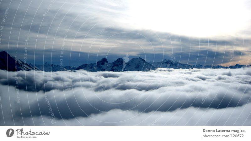 Über den Wolken... weiß grau schön über den Wolken Schweiz Kanton Graubünden Unendlichkeit Ferien & Urlaub & Reisen Nebel Berge u. Gebirge Ferne fliegen Niveau