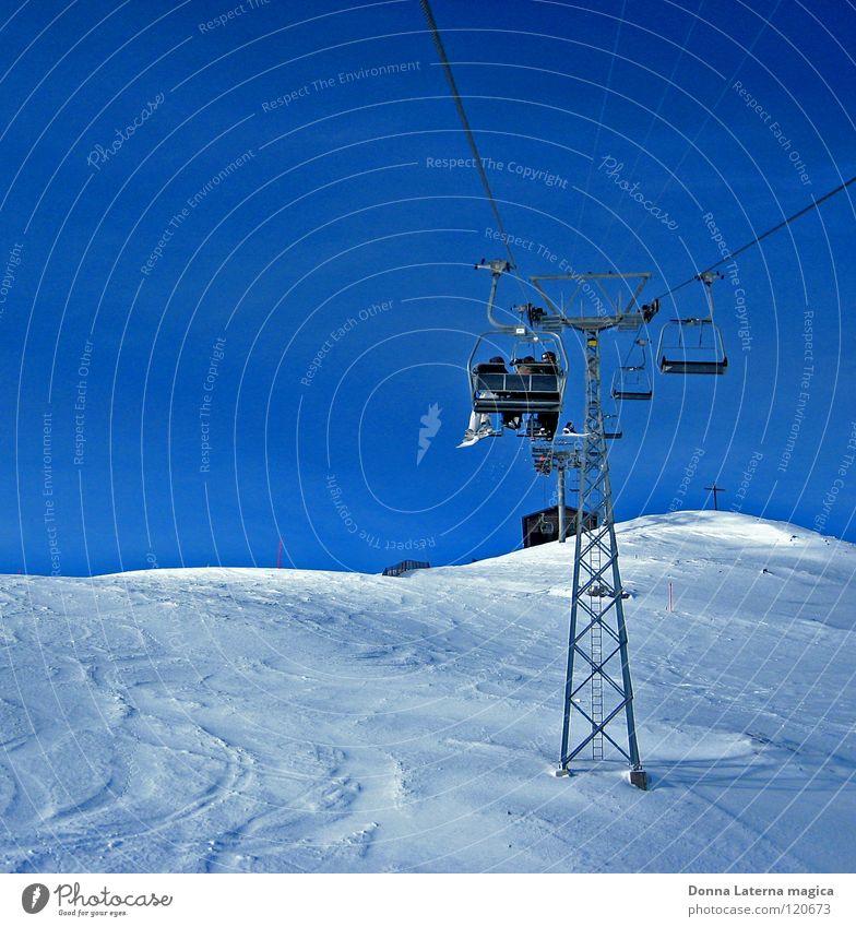 Verfolgung Natur blau weiß Ferien & Urlaub & Reisen Winter Sport Schnee Berge u. Gebirge Freizeit & Hobby Schweiz Blauer Himmel Wintersport Winterurlaub