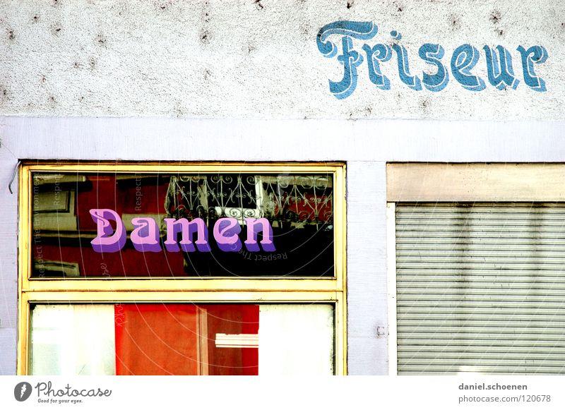 Haarschnitt 5 Mark ! Fassade Dame Herr Fenster Typographie geschlossen violett weiß Hintergrundbild Wand abstrakt verfallen Detailaufnahme Werbung Friseur