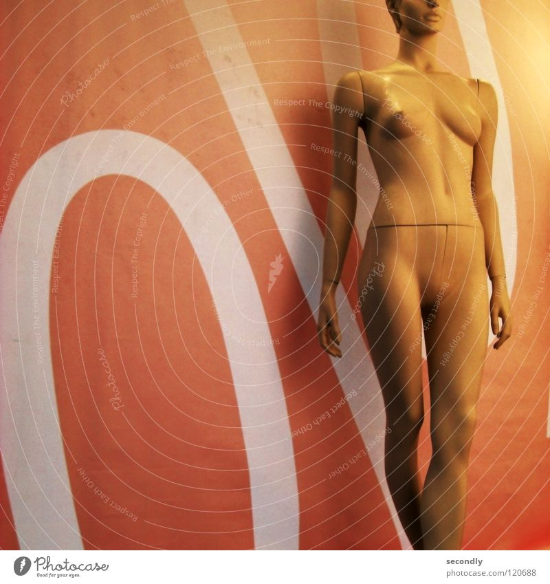 % sale % Frau feminin nackt Werbung obskur verkaufen Billig Angebot Schaufensterpuppe Prozentzeichen Preisreduzierung Schlussverkauf