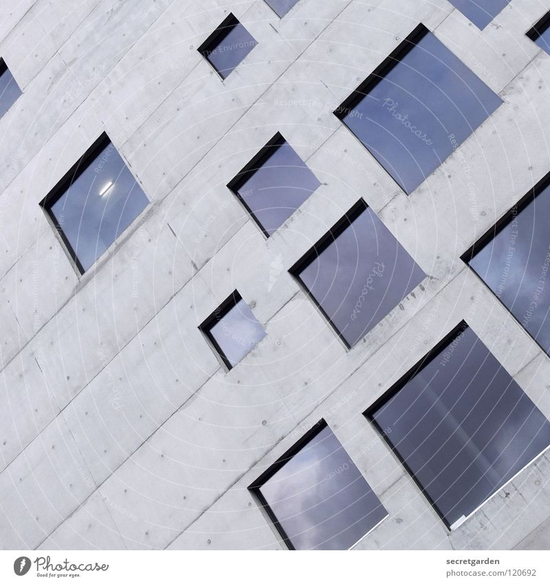 quadratisch, praktisch, gut. Design Haus Gebäude Beton Quadrat Fenster Aussicht graphisch Raum Stil Geschmackssinn kalt Reflexion & Spiegelung sehr wenige schön