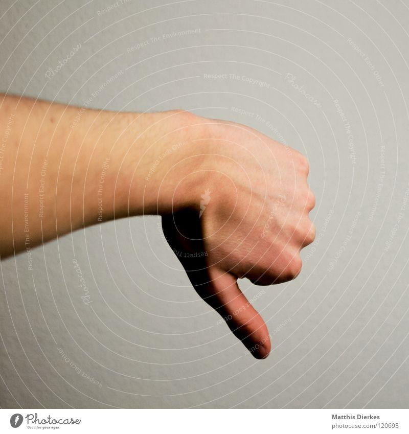 Pessimist Verlierer verloren verlieren Niederlage Hintergrundbild Freisteller grau Hautfarbe Hand Mensch Trauer bewerten Schade Chance Spielen Schiedsrichter