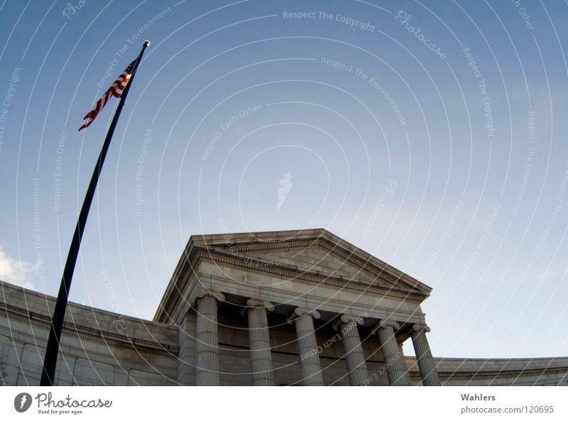 In the US Himmel blau Freiheit Gebäude Kunst USA Fahne Amerika Denkmal historisch Strommast Säule Sehenswürdigkeit Institut Minnesota