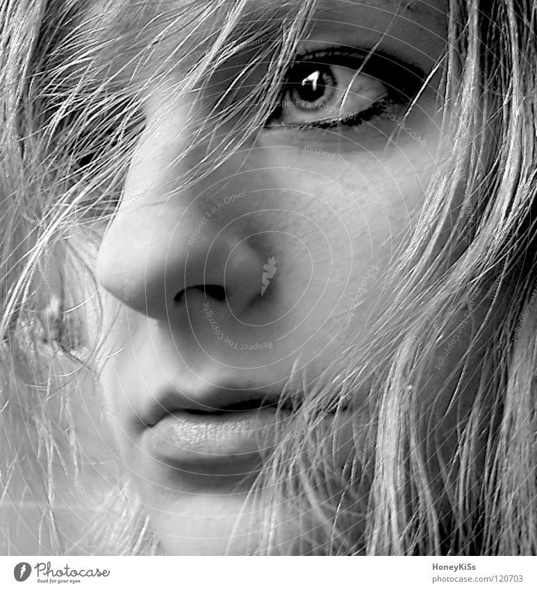 Alles wird gut Frau Mensch weiß schön Freude schwarz Auge feminin Gefühle Traurigkeit Denken blond Wind Mund Angst nass