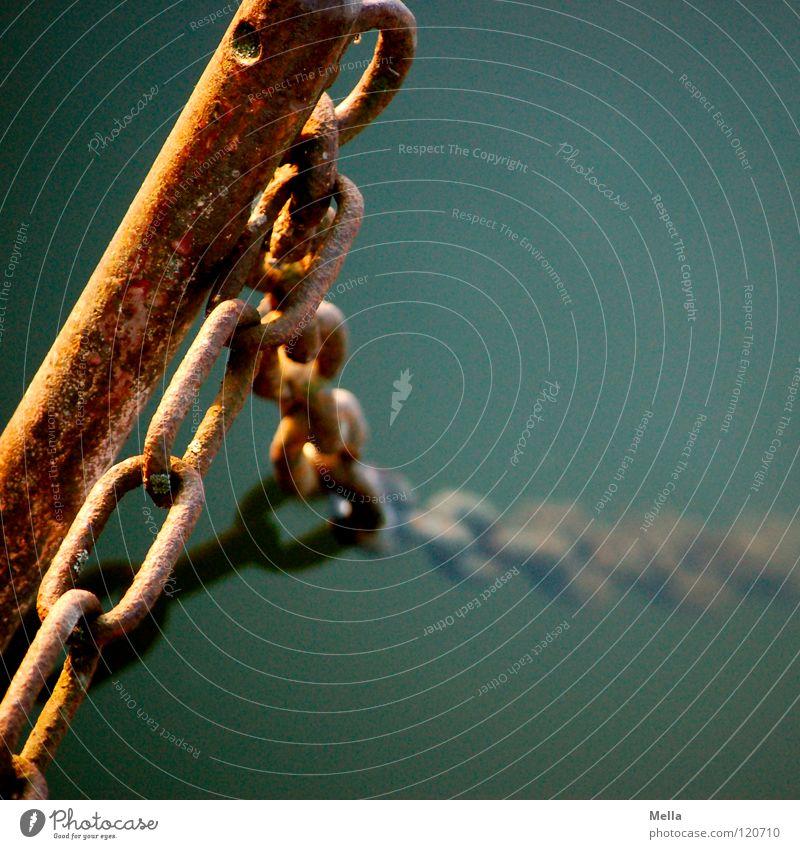 Zeit und Elemente Stab Eisen Rost Wasser Luft Sauerstoff tauchen Unterwasseraufnahme vergangen festhalten angekettet umfallen Neigung senken Vergangenheit