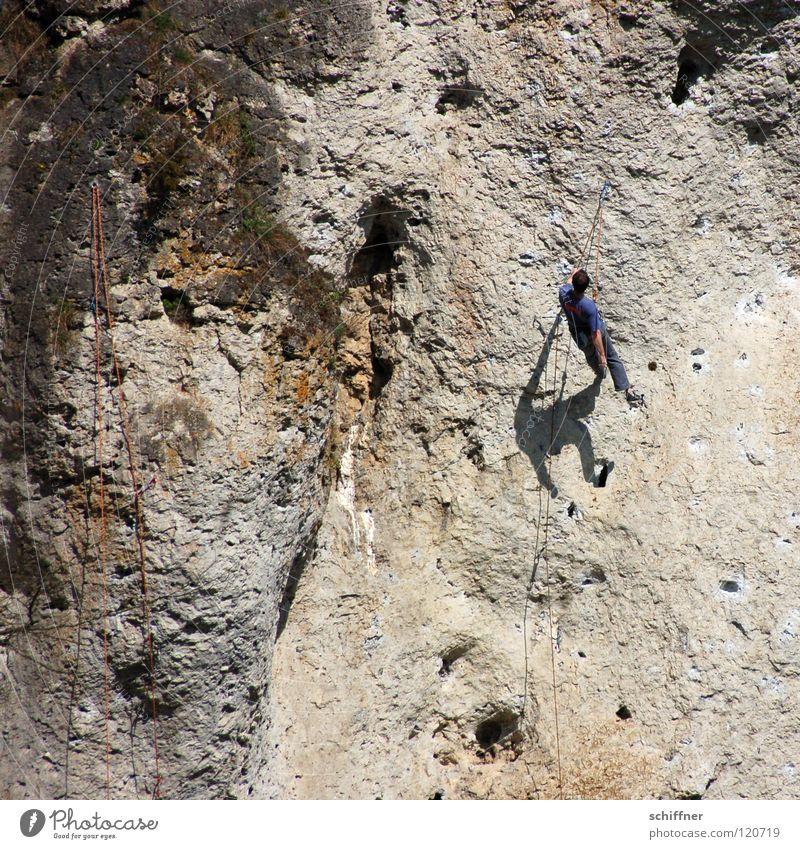 Abhängen Sport Erholung Seil Felsen Sicherheit Pause Freizeit & Hobby Klettern Bergsteigen Bergsteiger Felswand Freeclimber Kletterseil abseilen x-beinig Fränkische Schweiz