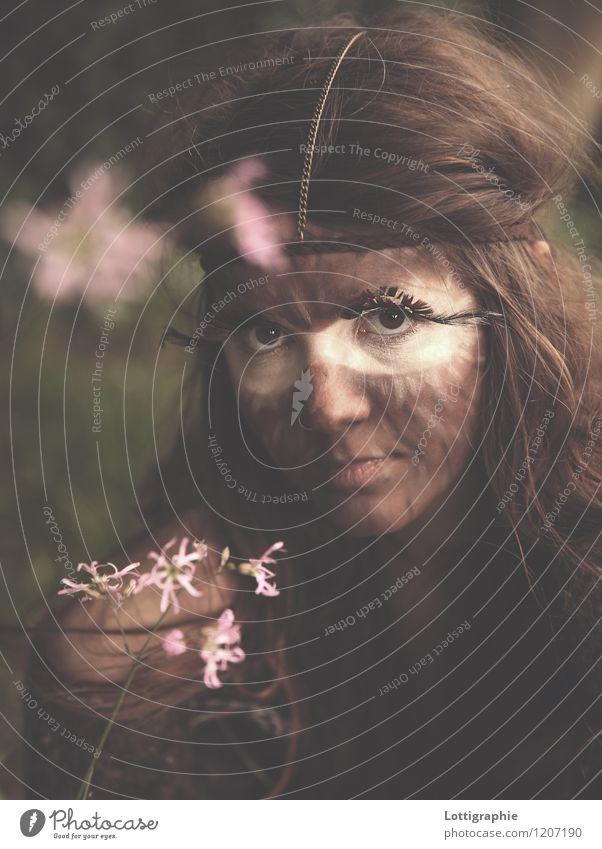 glück ist zerbrechlich, fass es vorsichtig an - wie porzellan Mensch Natur Jugendliche schön Junge Frau Blume ruhig 18-30 Jahre Erwachsene Blüte Gefühle feminin