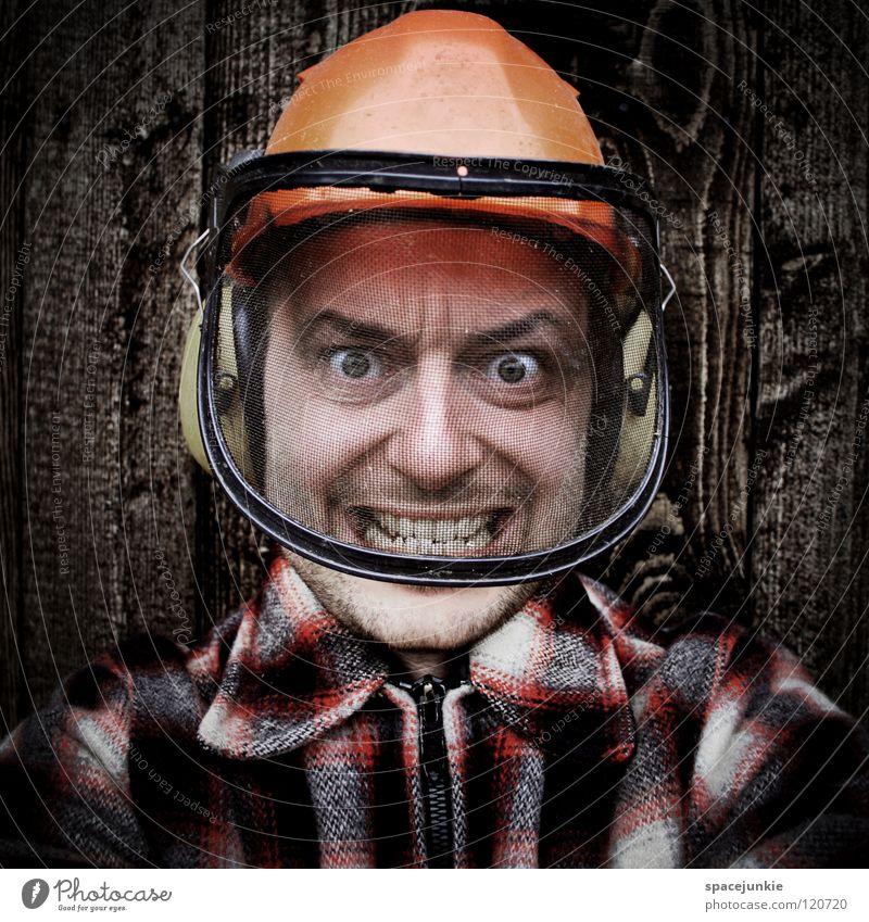 Forstarbeiter Mann Beruf Helm Schutzhelm Holz Wand Panik Unfall Ärger böse Aggression Freak Porträt Wut Rüpel unfair Biest herzlos Grobian Gesicht Freude