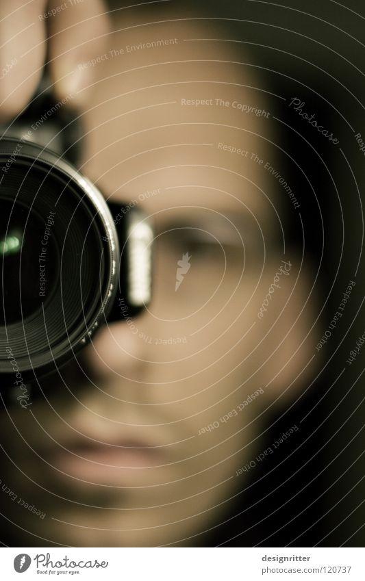FO... Mann Brille Fotokamera Fotografie Fotografieren festhalten Momentaufnahme edel Mensch ich Gesicht Blick Focus focussieren beobachten frieren man face Stil