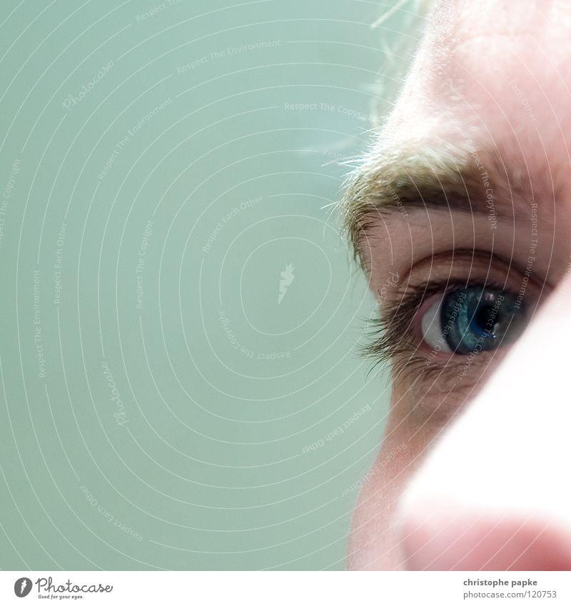Augenblick Mann Jugendliche weiß blau Erwachsene Nase nah Sinnesorgane Wimpern Augenbraue Pupille Überbelichtung 18-30 Jahre