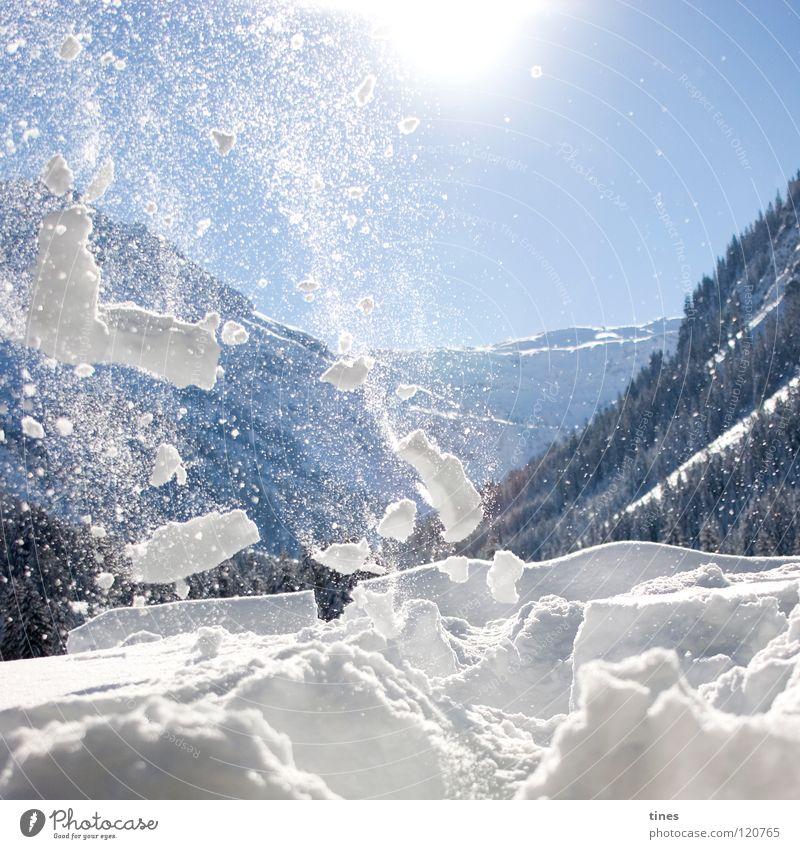 Vom Schnee verweht weiß Sonne blau Winter Wald Berge u. Gebirge Stern Wind Krümel Flocke Bruchstück Lawine