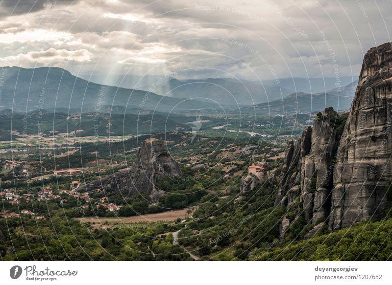 Natur Ferien & Urlaub & Reisen alt schön Sommer Landschaft Wald Berge u. Gebirge Architektur Religion & Glaube Felsen Tourismus Aussicht Kirche Europa
