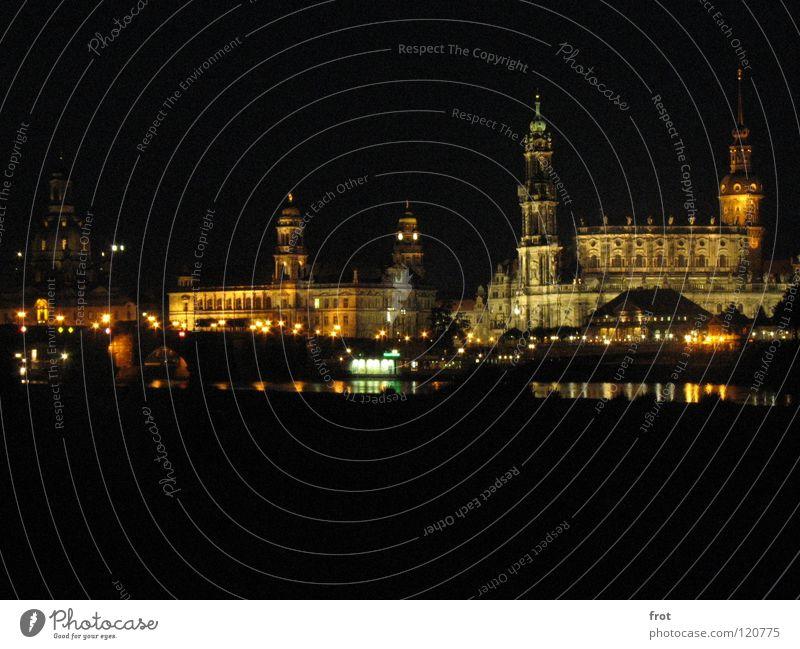 Dresdens Altstadt schön Stadt Kunst Nacht dunkel Hofkirche Brühlsche Terrasse ruhig Sehnsucht Panorama (Aussicht) Langzeitbelichtung Frauenkirche Elbe groß