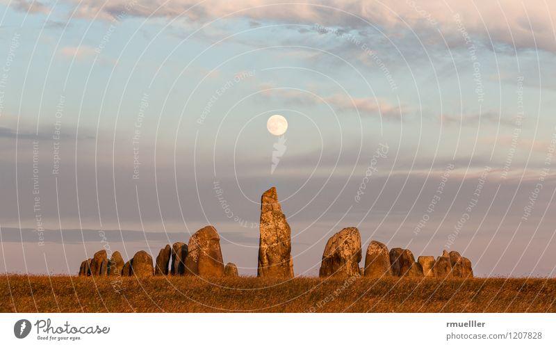 Ales Stenar Natur Landschaft Mond Sommer Ferien & Urlaub & Reisen alt Einsamkeit Religion & Glaube Wikinger Schiff Menhir Stein Schweden Farbfoto