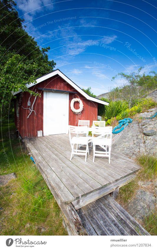 Das rote Ferienhaus Ferien & Urlaub & Reisen Ausflug Ferne Insel Himmel Pflanze Wiese Menschenleer Haus Terrasse Holz Erholung genießen Häusliches Leben blau