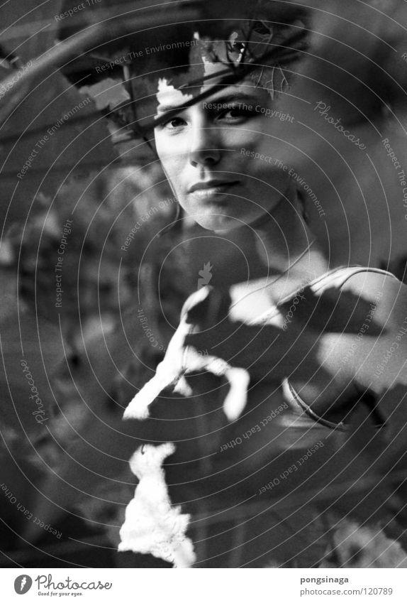 Schattenspiel Frau Jugendliche schön feminin Model Weinberg grobkörnig