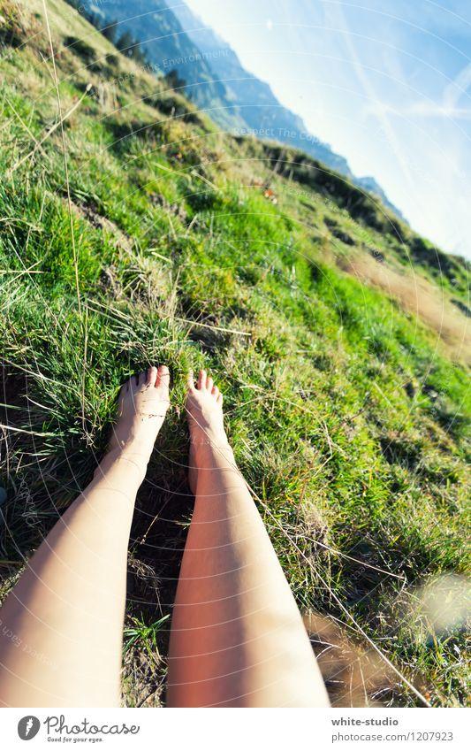 Ausspannen Lifestyle Wellness Leben harmonisch Wohlgefühl Zufriedenheit Sinnesorgane Erholung ruhig Meditation Beine Fuß Himmel Schönes Wetter Hügel Felsen