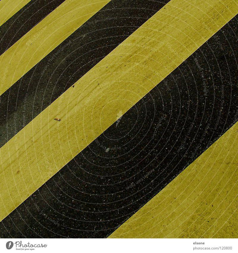 ::OLIVROSA KARO:: schwarz gelb Straße Farbe Stein Beton Streifen Verkehrswege Warnhinweis Zebra Mineralien quer Symbole & Metaphern Warnschild