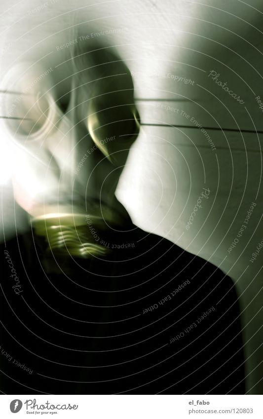 <-- DA REIN | DA RAUS --> weiß schwarz Wand grau Angst Anzug Krieg Panik Atemschutzmaske Giftgas