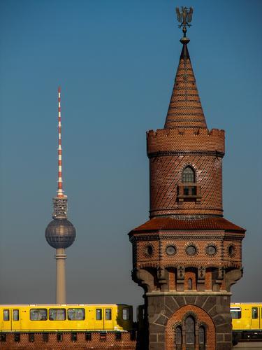Berlin – alles relevante auf einem Bild Ferien & Urlaub & Reisen Umwelt Gefühle Tourismus Verkehr Ausflug Lebensfreude Schönes Wetter Brücke Coolness Bauwerk