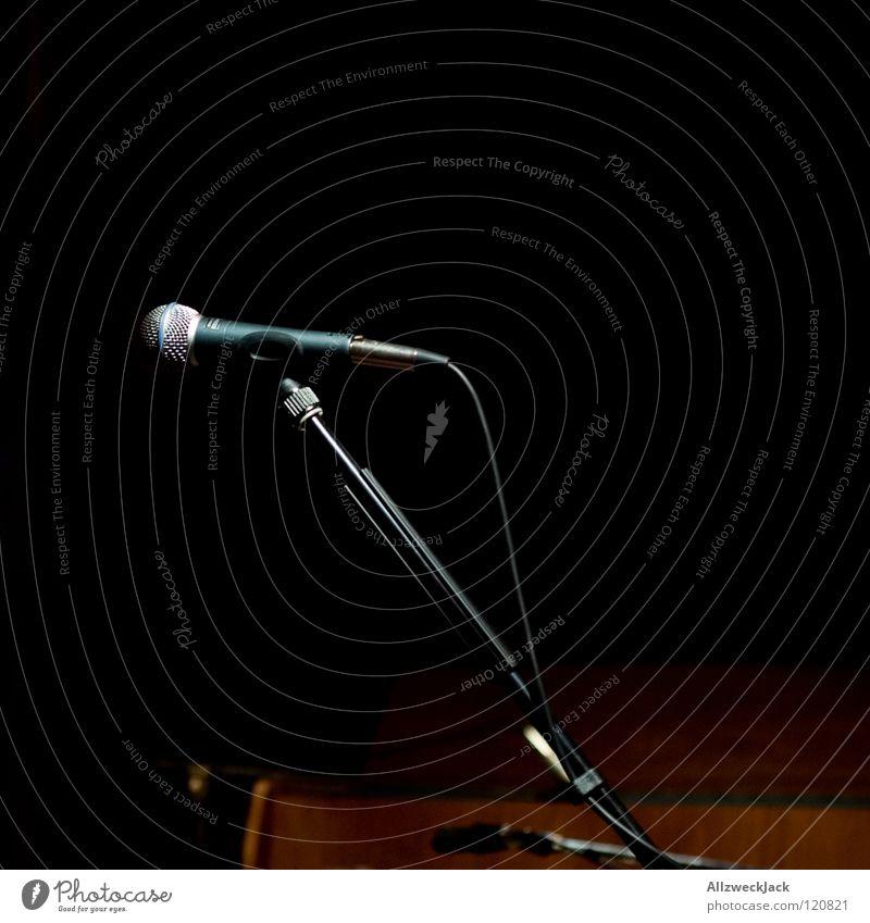 unplugged - the end ruhig dunkel Musik Beleuchtung warten leer Pause Konzert Bühne Mikrofon friedlich Musik unplugged
