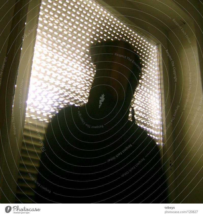 Der Mann von Nebenan Mann Hand dunkel Fenster Erwachsene Leben Traurigkeit Denken Raum mehrere Erfolg gefährlich Balkon Gewalt Strahlung Fensterscheibe