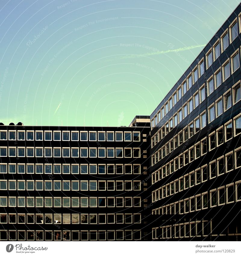 Diagonales Fensterln Himmel Natur Wolken Haus Fenster Gebäude Linie Arbeit & Erwerbstätigkeit modern Niveau diagonal Etage Rahmen Unternehmen Sitzgelegenheit