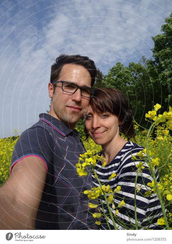 Verliebt im Rapsfeld III Mensch Natur Jugendliche blau Sommer Junge Frau Sonne Junger Mann Freude 18-30 Jahre Erwachsene gelb feminin Glück Lifestyle Paar