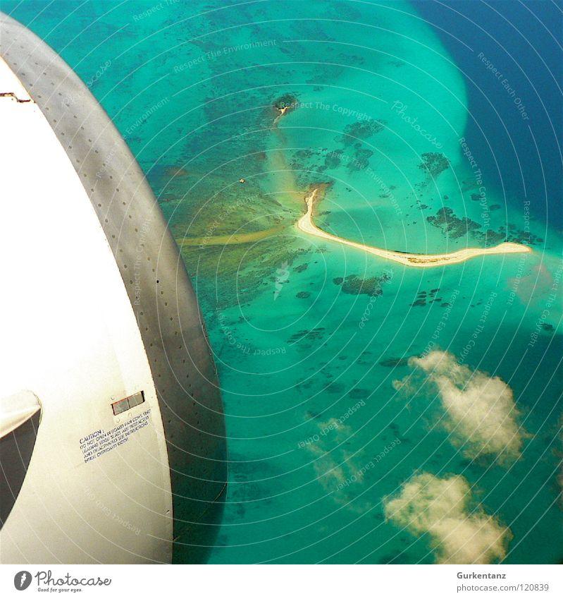 Fly to Borneo Flugzeug Meer Strand Luftaufnahme Vogelperspektive Küste Triebwerke Malaysia Asien Luftverkehr Insel Sand