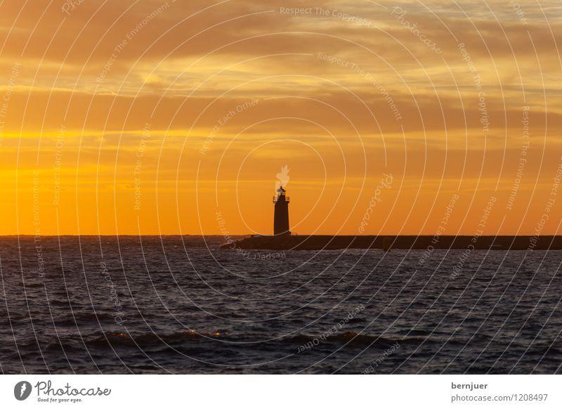je suis jamais seul Wasser Meer Einsamkeit ruhig Wolken schwarz orange Wellen Verkehr groß einzeln Schönes Wetter Romantik Hafen Mallorca Schifffahrt