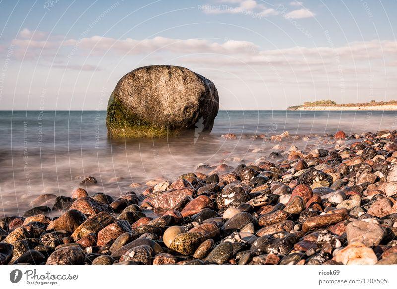 Findling an der Küste der Ostsee Natur Ferien & Urlaub & Reisen Wasser Erholung Meer Landschaft Wolken Strand Stein Felsen Idylle Romantik