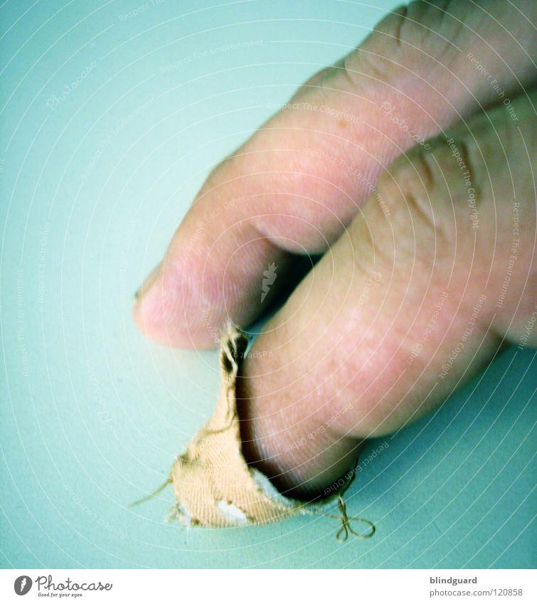 Doctor Doctor Please Erste Hilfe Notarzt Heftpflaster Finger Watte Krankenschwester Praxis Reform Fingerkuppe Hand Makroaufnahme Nahaufnahme Schmerz first aid