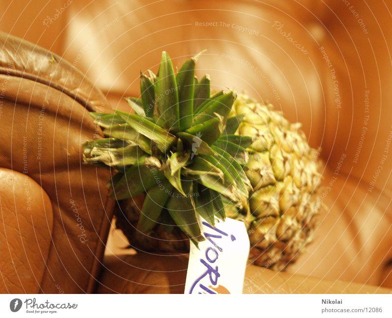 Ananas im Sessel Stil Frucht Unsinn Fototechnik