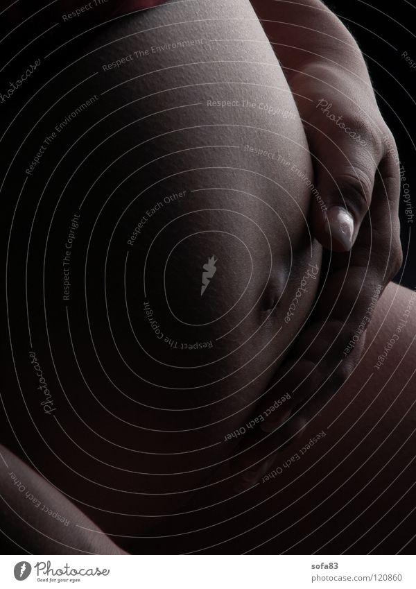 bald! Frau Hand Freude nackt Mutter schwanger Bauch Akt Streicheln Babybauch Familie & Verwandtschaft Eltern