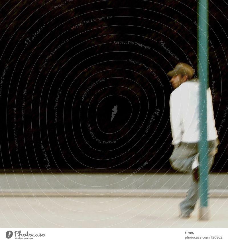 Watchin' The Big Nothin' Mann Jugendliche schwarz Erholung warten maskulin stehen Vergänglichkeit Mütze türkis Langeweile Strommast beweglich anlehnen unruhig