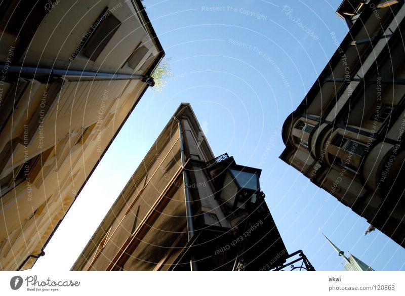 Freiburger Perspektiven 10 Himmel blau Stadt Haus Gebäude Architektur Baustelle Handwerk krumm Altstadt himmelblau Freiburg im Breisgau Fischerau