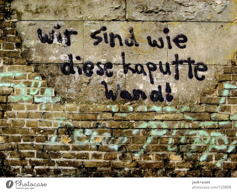Wir sind wie? geschmiert an einer kaputten Mauer Subkultur Straßenkunst Kreuzberg Backstein Graffiti Wort dreckig hässlich trashig Zukunftsangst Misstrauen