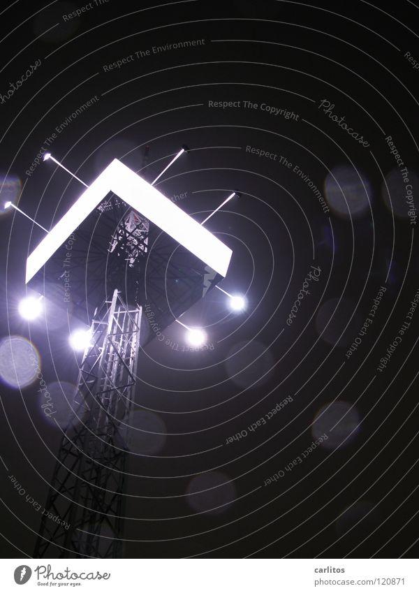 ein Licht am Himmel Industrielandschaft Werbung Supermarkt Nieselregen Bruch Lichtbrechung Eyecatcher Handwerk Handel Arbeitsplatz Gegenlicht senden Sender