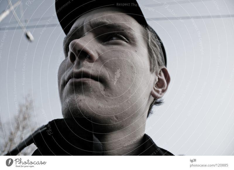 rückblick Mensch Mann Jugendliche schwarz Haus Gesicht dunkel Freiheit Stil Wege & Pfade Kraft maskulin Energiewirtschaft Bekleidung weich Ziel