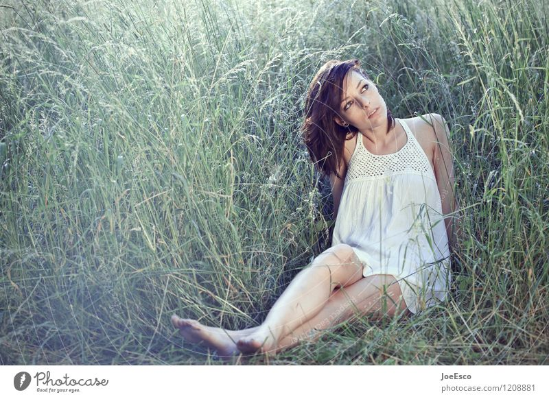 #1208881 Lifestyle Freizeit & Hobby Sommer Garten Frau Erwachsene Leben Mensch Umwelt Natur Gras Sträucher Wiese Feld Kleid beobachten entdecken Erholung