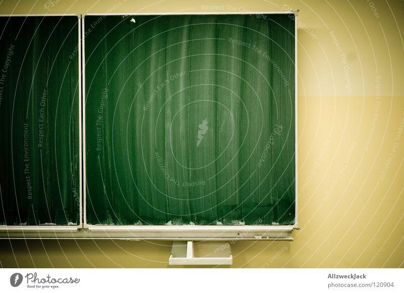 Leerstoff grün Wand Schule Zusammensein leer Kommunizieren lesen Sauberkeit Bildung Reinigen Tafel Kreide Berufsausbildung Lehrer Schulklasse Schulunterricht