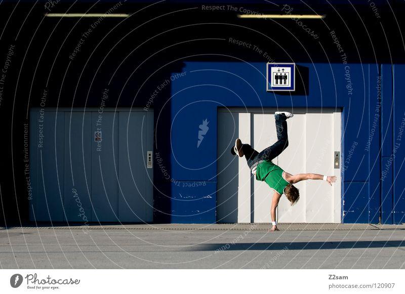 Balanced III Fahrstuhl Beton Dach Streifen gestreift Handstand Hiphop Jugendkultur Mann Muskelshirt Trägershirt maskulin Parkdeck Parkhaus