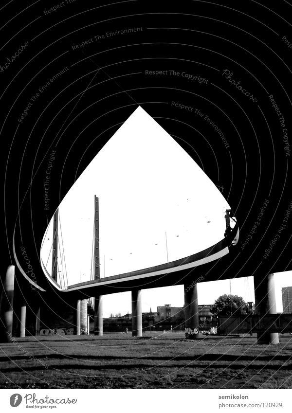 Augenblick geschwungen Brücke Schwarzweißfoto Bridge Eye Strukturen & Formen Flamme Straße Street Düsseldorf