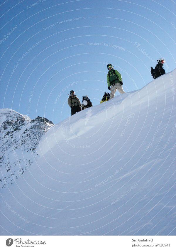 The second before the ride! Himmel Ferien & Urlaub & Reisen Jugendliche blau weiß Freude Berge u. Gebirge Gefühle Schnee Sport Spielen Felsen Schönes Wetter