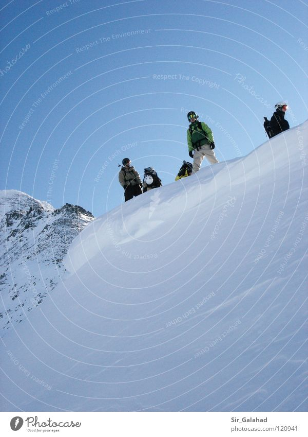 The second before the ride! Himmel Ferien & Urlaub & Reisen Jugendliche blau weiß Freude Berge u. Gebirge Gefühle Schnee Sport Spielen Felsen Schönes Wetter Gipfel Schneebedeckte Gipfel Wolkenloser Himmel
