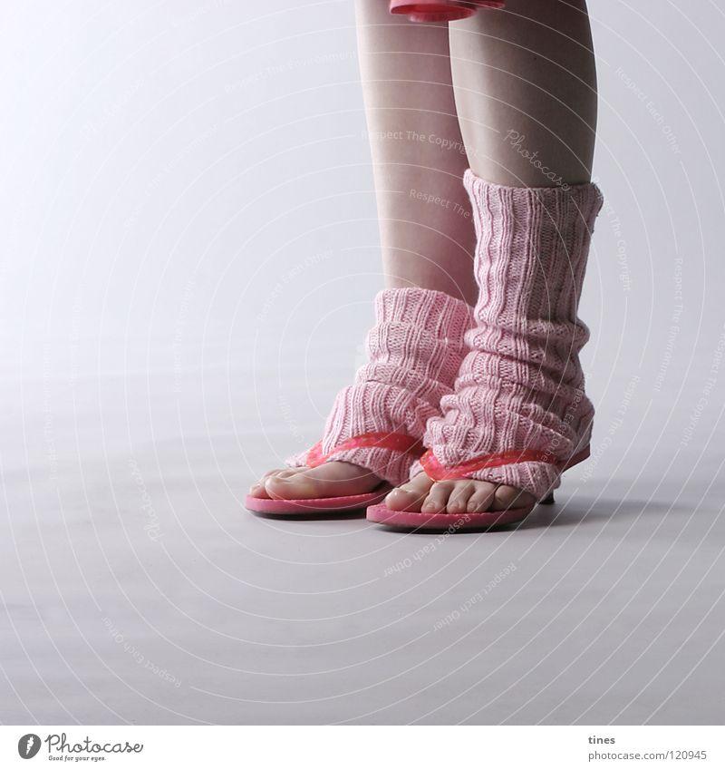 über kurz oder lang Standbein rosa Flipflops Stulpe Strümpfe Zehen 10 schön warten Fuß Beine Rockzipfel Treppenabsatz lang kurz gerippt