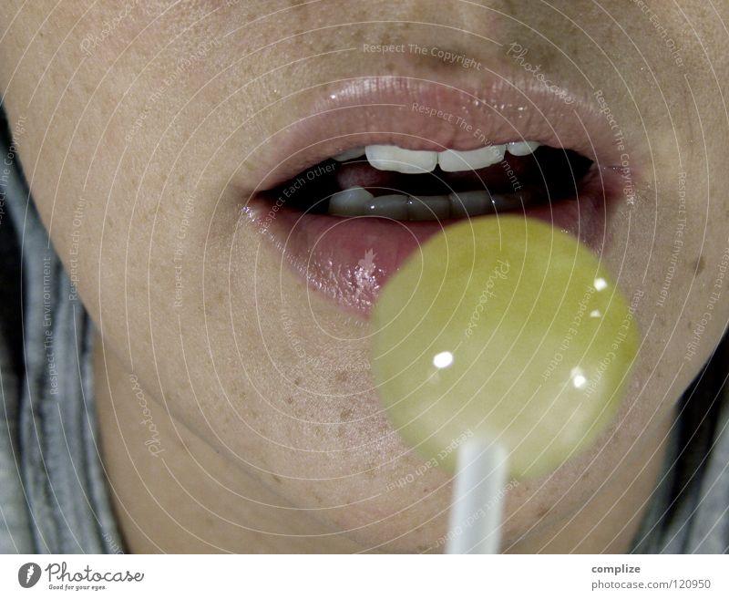 Lollipop Frau Mund nass Ernährung süß Zähne Lippen Gastronomie Küssen Appetit & Hunger Süßwaren lecker feucht Versuch Typ Zunge