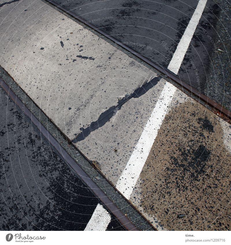 Spreedorado | Bewegungsmuster Verkehr Verkehrswege Straße Wege & Pfade Teer Asphalt Schienenverkehr Bahnübergang Gleise Stein Metall Schilder & Markierungen