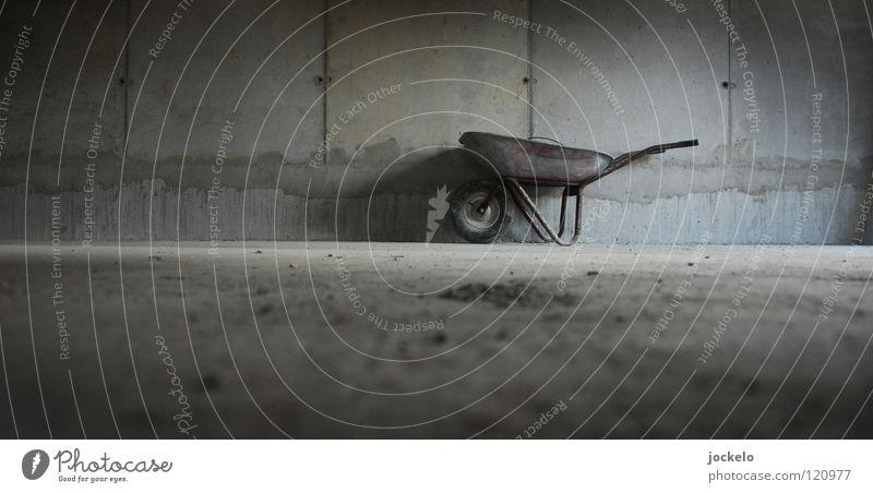 baustellenpneu Wand Fenster grau dreckig Beton Bodenbelag Baustelle Müll trashig Handwerk Staub Stuttgart Blech Plattenbau Arbeitsanzug Schubkarre